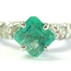 Jewelry - 18Kt Colombian Green Emerald & Diamond White Gold